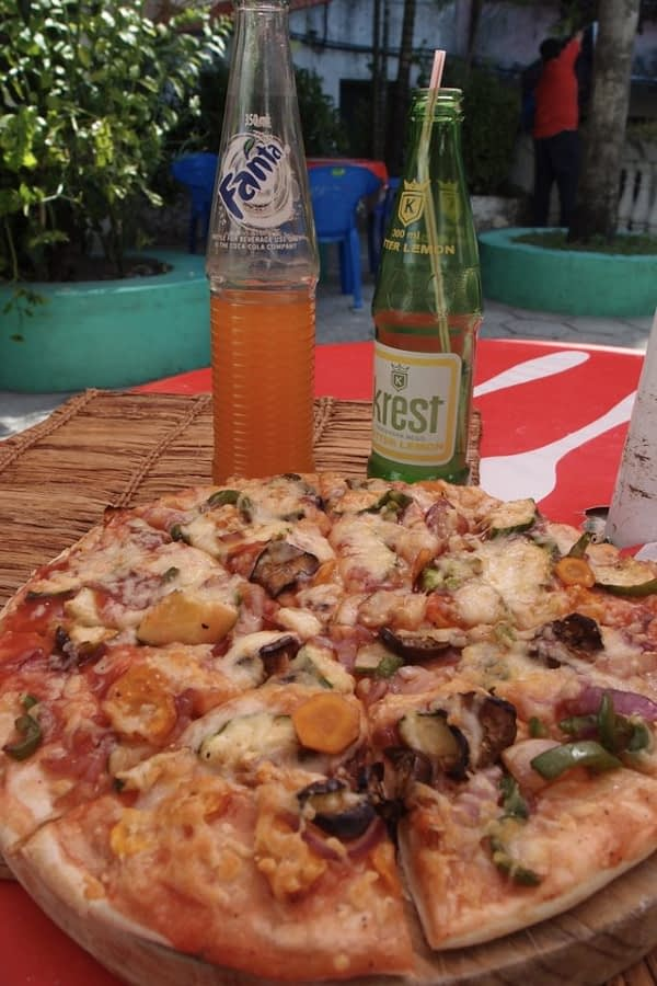 pizza and sodas