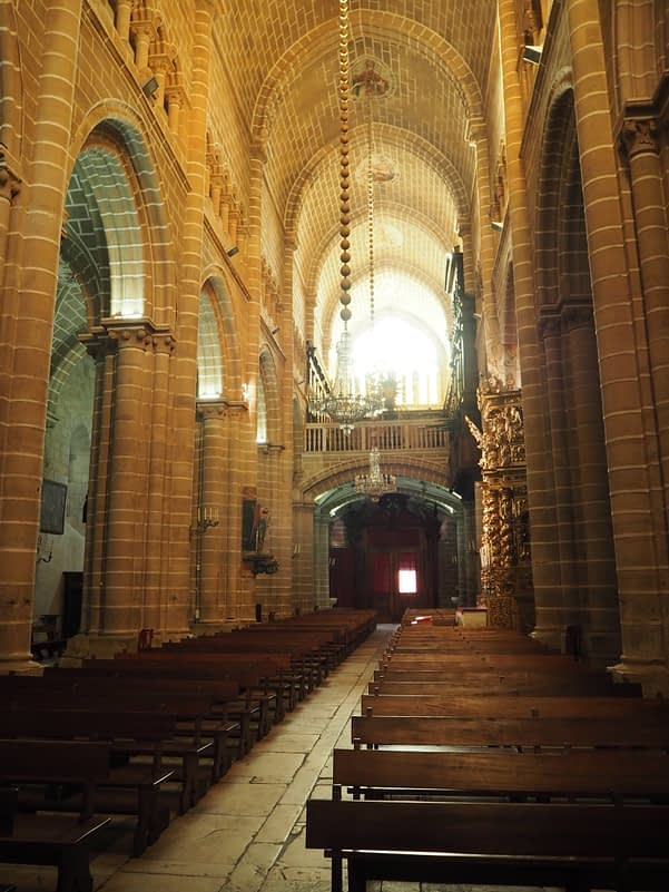 central nave of Évora Cathedral