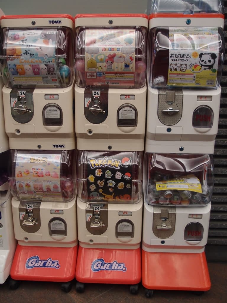 gashapon machines with prices in Euros