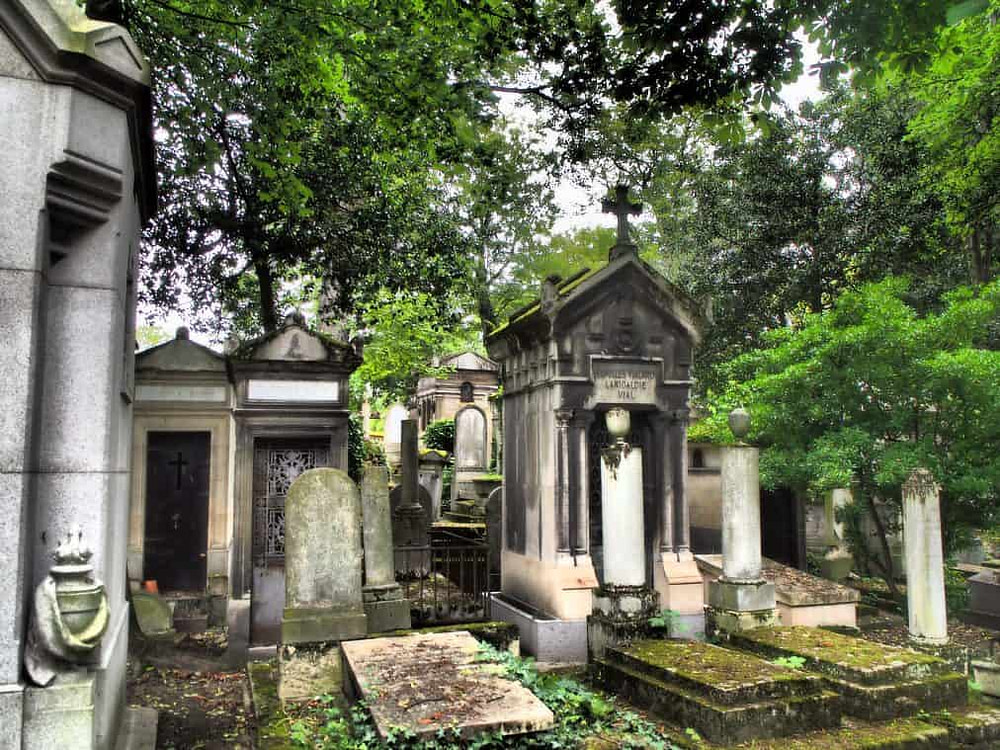 Crypts in Pere-Lachaise