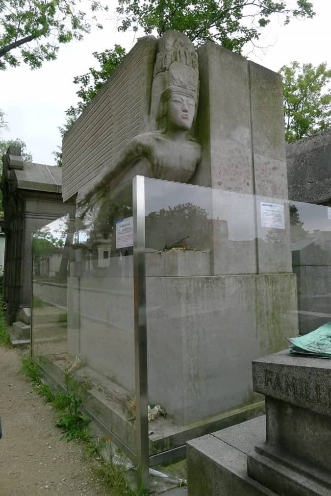 oscar wilde's grave at Pere lachaise